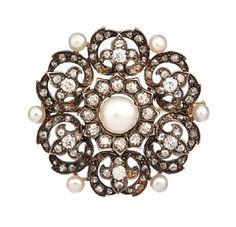 BROSJE  Gult og sølv. 14 K. Stemplet 1882 og 1894. Fattet med en naturperle 6,2 mm. Seksnaturperler ca 3,0 mm. Seks old-cut brillianter 0,40 ct. 12 old-cut brillianter 0,42 ct.  84 roseslipte diamanter. Totalvekt: 11,0 g. Antatt kvalitet: Wesselton Pique og SI DIAMETER 3,5 Brooch, Jewelry, Diamond, Jewlery, Jewerly, Brooches, Schmuck, Jewels, Jewelery