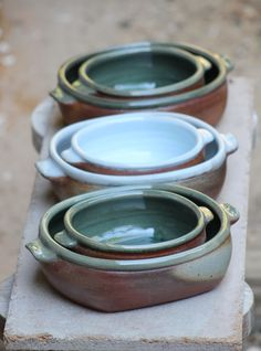 This kind of photo is undeniably an impressive design construct. Pottery Pots, Slab Pottery, Ceramic Pottery, Ceramic Tableware, Ceramic Plates, Ceramic Art, Pottery Lessons, Sculpture Clay, Ceramic Sculptures