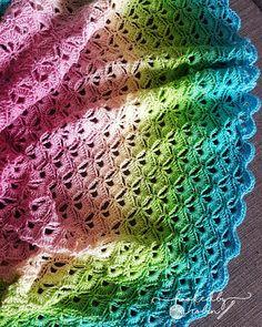Lotus Flower Blanket - free crochet circle blanket pattern and video tutorial