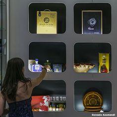 Descubre as últimas tendencias en deseño e moda ou atopa auténticas marabillas elaboradas artesanalmente nas Zonas comerciais de A Coruña. Electronics, Phone, Shopping, Latest Trends, Telephone, Phones