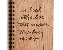 Nos amó con un amor que no era más que amor, diario de madera, regalo de aniversario