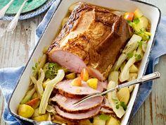 Köstlichen Kasslerbraten im Backofen zubereiten ist gar nicht schwer. Und nebenbei gart im Ofen zusätzlich noch die Gemüsebeilage. So entspannt kann kochen sein!