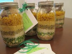 Holiday teacher gift-- Mason jar soup mixes, easy prep and great for cold weather! Dry Soup Mix, Soup Mixes, Mason Jar Mixes, Mason Jars, Jar Gifts, Food Gifts, Gift Jars, Candy Gifts, Soup In A Jar