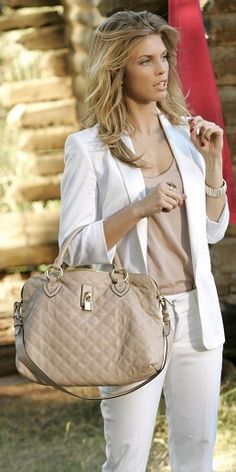Who made AnnaLynne McCord's white suit and nude bag that she wore on 90210?