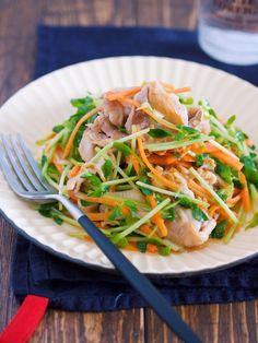 抱えて食べたい♪『豚バラと豆苗のねぎポン♡おかずサラダ』 by Yuu 「写真がきれい」×「つくりやすい」×「美味しい」お料理と出会えるレシピサイト「Nadia   ナディア」プロの料理を無料で検索。実用的な節約簡単レシピからおもてなしレシピまで。有名レシピブロガーの料理動画も満載!お気に入りのレシピが保存できるSNS。