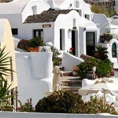 Rimida Villas Rimida Villas is a group of self-contained traditional dwellings, in the picturesque area of Perivolas, on the outskirts of Oia. Guests can enjoy Caldera, volcano and sea views from the outdoor pool and their private terraces.