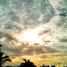 日差しが既に暑いっ! 月曜日… #risingsun #sky #cloud #philippines #summer #hot #空 #雲