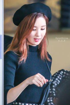 151202 Seohyun - HKG Airport
