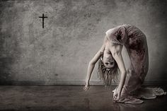 i need somebody who can bend like this and we could do some cool ass shit shocking horror photography 15 Shocking Horror and Macabre Photography Part 2 Rpg Horror, Creepy Horror, Horror Art, Scary, Horror Movies, Macabre Photography, Horror Photography, Dark Photography, Photography Ideas