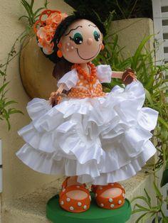 Todo lo que necesitas para scrapbooking y manualidades está en mitiendadearte.com Fofucha Flamenca realizada con tela