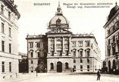 A Honvédelmi Minisztérium épülete a budai várban Vintage Architecture, Central Europe, Budapest Hungary, Beautiful Buildings, Old World, Old Photos, The Past, The Incredibles, Explore