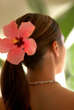 beach wedding hair styles. This is really cute and simple.