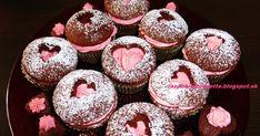 To, že budem piecť na Valentína muffiny som vedela určite, len som nevedela aký krém do nich spravím. Trocha som improvizovala a vzni... Doughnut, Sweet, Desserts, Food, Russian Recipes, Cupcake, Polish, Tea, Tailgate Desserts