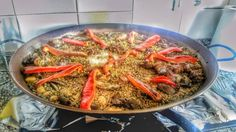 Step 8 of the #paella: Let all water evaporate and behold a beautiful and delicious paella appears.