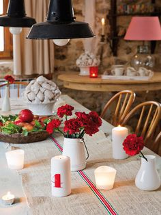 Everything fits into the decor of the dining room, the table set country respects the same predominant line, with accessories made ​​from natural materials such as linen, iron or wood.