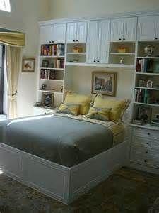 Closets Built around Bed - Bing Images Bedroom Built Ins, Built In Bed, Bedroom Storage, Wall Storage, Murphy Bed Ikea, Murphy Bed Plans, Home Bedroom, Bedroom Decor, Bedrooms