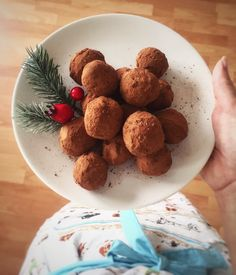 Chocolate truffles  -avocado🥑 -dark chocolate 200g🍫 -chocolate protein bar -cacao