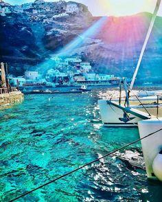Santorini, Greece. : Pilotmadeleine | IG: @pilotmadeleine
