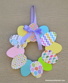 This is a easy paper Easter wreath craft that kids and adults can enjoy.: This is a easy paper Easter wreath craft that kids and adults can enjoy. Easy Easter Crafts, Easter Projects, Easter Crafts For Kids, Craft Projects, Children Crafts, Paper Easter Crafts, Easter Activities For Kids, Spring Activities, Sewing Projects