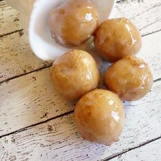 I would like to present to you the unofficial Vegan & Gluten-Free Krispie Kreme Donut Holes Copycat Recipe. Vegan Donut Recipe, Donut Recipes, Copycat Recipes, Snack Recipes, Vegan Recipes, Vegan Ideas, Free Recipes, Air Fry Donuts, Fried Donuts