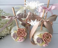"""And then suddenly, you meet that special person .that makes you forget about yesterday and dream about tomorrow."" Apples inspired by my dear friend Roni ( aka queen of apples) Chocolate Covered Apples, Caramel Apples, Wedding Cake Pops, Wedding Favors, Oreos, Paletas Chocolate, Gourmet Candy Apples, Mini Cakes, Cupcake Cookies"