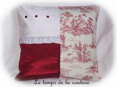HOUSSE DE COUSSIN – Ton rouge sombre façon toile de Jouy - FAIT MAIN.