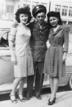 Gloria Valdez (L) and Viola Soto ® are standing with a Mexican American World War II veteran, Ed Moreno (ca. It strikes me that Soto's dress looks so much like a wrap dress, a design generally. Mexican American, American History, American Women, Chicano, Chola Girl, Brown Pride, American Veterans, 20th Century Fashion, Moda Vintage