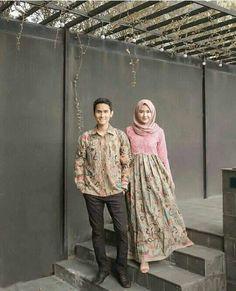 Diy fashion hijab New Ideas Diy Fashion Hijab, Batik Fashion, Muslim Fashion, Fashion Outfits, Fasion, Trendy Fashion, Batik Kebaya, Kebaya Dress, Batik Dress
