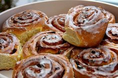 Image discovered by Find images and videos about food and cinnamon roll on We Heart It - the app to get lost in what you love. Sweets Recipes, Apple Recipes, Great Recipes, Cooking Recipes, Desserts, Holiday Recipes, Greek Sweets, Food Stamps, Best Food Ever