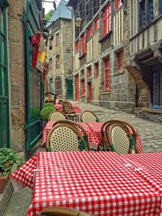 Dinan's delicious little streets perfect for whiling away an hour or two Photo David Juricevich