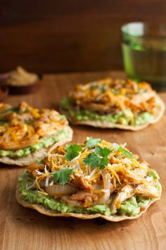 Cumin and Paprika Spiced Chicken Tostadas - easy and healthy tostadas using baked corn tortillas and rotisserie chicken spiced with cumin and paprika. Clean Eating, Healthy Eating, Healthy Snacks, Healthy Recipes, Healthy Rotisserie Chicken Recipes, Delicious Recipes, Baked Corn Tortillas, Chicken Tostadas, Chicken Spices