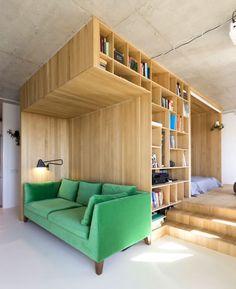 Квартира в столице с необычной планировкой, центром которой является мебельная конструкция. Дизайн: Ruetemple