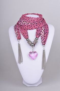 Resultado de imagen para collares de moda 2015 Just so unusual and very stylish. How some minds think is astonishing Scarf Necklace, Scarf Jewelry, Fabric Jewelry, Diy Necklace, Diy Jewelry, Beaded Jewelry, Jewelery, Handmade Jewelry, Jewelry Necklaces