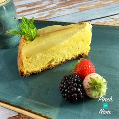 Pear and Almond Sponge - Pinch Of Nom Slimming Recipes Slimming World Puddings, Slimming World Desserts, Slimming World Recipes, Pear And Almond Cake, Almond Cakes, Healthy Cake Recipes, Pear Recipes, Low Syn Cakes, Pinch Of Nom