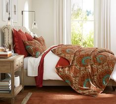 Add luxury to your bed with Pottery Barn's vast selection of duvet covers and shams. Choices include breezy linen and quality cotton in solid colors and patterns. Best Duvet Covers, Duvet Cover Sets, Bedding Sets Online, Luxury Bedding Sets, Velvet Duvet, Black Bed Linen, Cheap Bed Sheets, Florida, Bedrooms