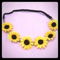 Sunflower headband very cute new never worn😘 Beautiful sunflower headband new never worn! Accessories Hair Accessories