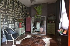 This fabulous room will be one of the locations we will be shooting in during the Picture This Portrait workshop in Sydney this January.. http://carlacoulson.com/working-with-carla/workshops/