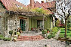 Ogród wchodzący do domu Fot. Mariusz Purta #ogród #ogrody #zieleń #taras #weranda #dom #doniczki #ogrodnictwo #domy #garden #flowers #green #house #spring #summer #autumn