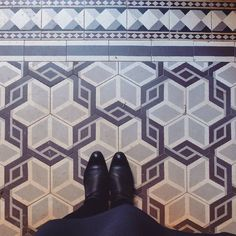 Back in the tiles business !  #lecarrelagedepaule #ihavethisthingwithfloors #paris #parisjetaime #myheschung #heschung #tileaddiction #fromwhereistand #explore #liveauthentic #fujifilmx30 by paule_henriette