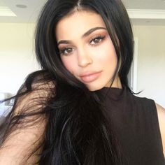 I'll go back to black. The Queen of the change up @kyliejenner going back to the dark side! #hairinspo