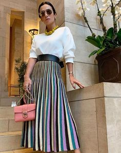 Silvia Braz - Lifestyle And Fashion Work Looks, Looks Style, Street Style Looks, Skirt Outfits, Chic Outfits, Silvia Braz, Outfits Primavera, Everyday Dresses, Basic Style