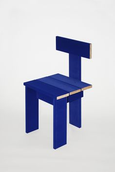 The scoop on our new obsession: Soft Baroque's Enzo Mari–inspired, infinitely changeable New Surface Strategies chair, available only in electric blue.