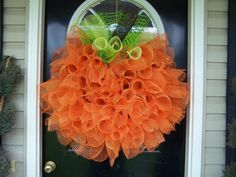 Handmade Front Door Deco mesh Halloween Fall Thanksgiving Pumpkin Wreath ~ wish I could figure out how to make this. Holidays Halloween, Halloween Crafts, Halloween Decorations, Halloween Door, Halloween Clothes, Costume Halloween, Halloween Pumpkins, Hallway Decorations, Halloween Garland