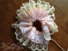 The Quirky Crafting Shmoogle Bean: Vintage Inspired Layered Lace Flowers Burlap Flowers, Paper Flowers Diy, Lace Flowers, Handmade Flowers, Flower Crafts, Fabric Flowers, Fleurs Style Shabby Chic, Vintage Christmas Stockings, Scrap Fabric Projects