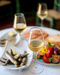 LOS VINOS DE JEREZ SE LANZAN A CONQUISTAR MADRID EN LA SHERRY WEEK Le Cordon Bleu, Spanish Wine, White Wine, Alcoholic Drinks, Food, Wineries, Tapas, Gastronomia, Wine Goblets