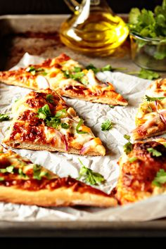 Barbecue Chicken Pizza....this recipe looks super easy!