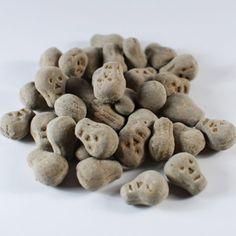 Salmiak Schedeltjes Liquorice Sweets, Scandinavian Food, Skulls, Your Favorite, Stuffed Mushrooms, Weird, Salt, Drop, Dessert
