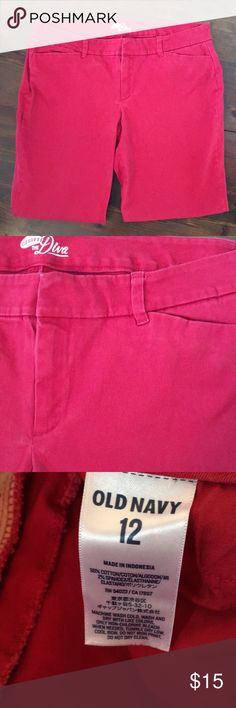 "Old Navy Diva Ankle Pants Old Navy Diva fit ankle pants. Just in time for the holidays! In excellent preloved condition, the inseam measures 27"" & the waist measures 18"" with a great deal of stretch. Size 12. Old Navy Pants Ankle & Cropped"