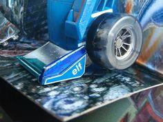 Mid-electro disruption Mirage foot #detail #customdecals #customtransformer #autobot #transformers #creative #designer #aimhigh