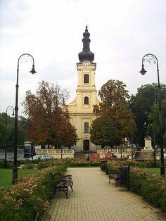A Savoyai tér, háttérben a katolikus templommal